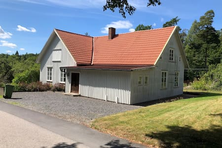 Lots of space. Close to lake & trains to Göteborg