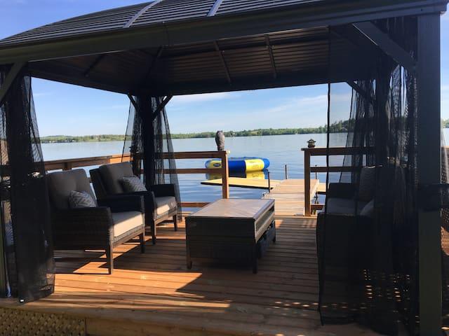 Waterfront Cottage-Rice Lake sleeps 8-fun for kids