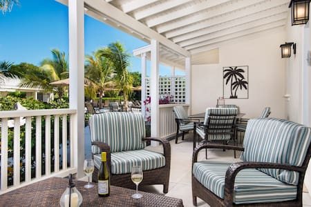 Royal Poinciana, large & perfect for your family - Grace Bay