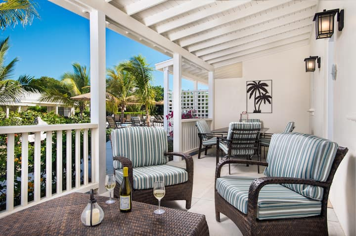Royal Poinciana, large & perfect for your family