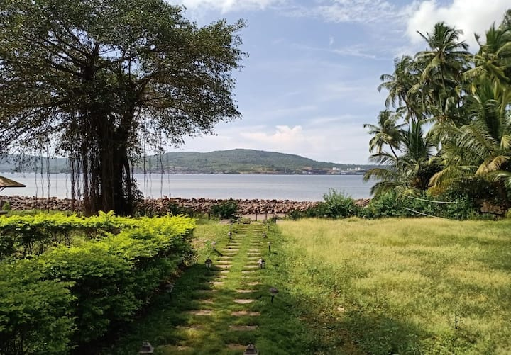 Little Paradise(Lotus) - Seafacing Chalet in Murud