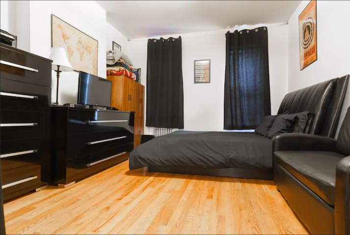 Cozy Charmer Near Times Square!