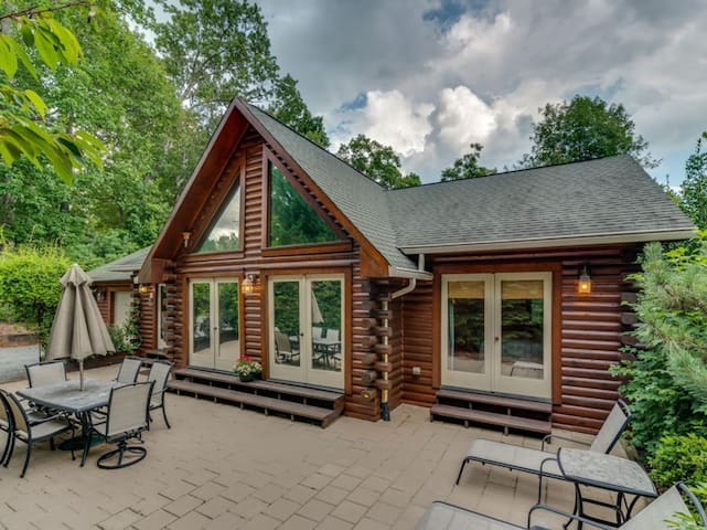 Beautiful Lake Lure Log Home with Resort Access