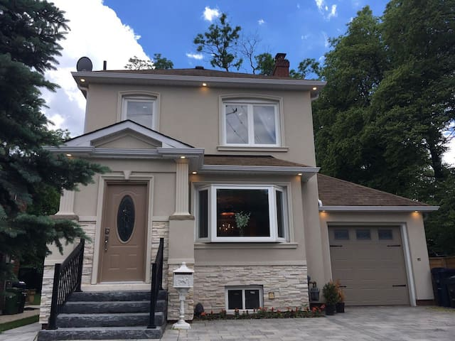 4 Bedroom Luxury House in Eglinton and Bayview