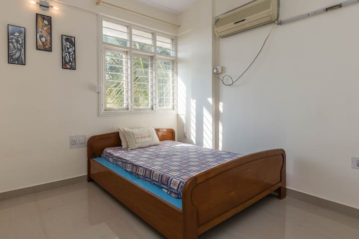 Private Spacious Room in Central Indiranagar