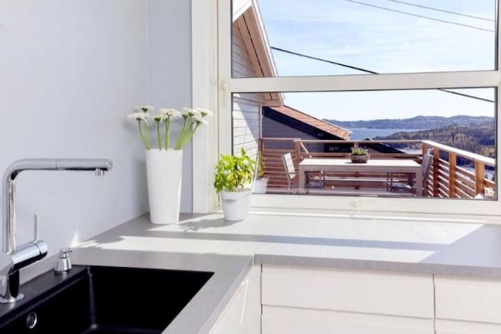 Solrik enebolig med sjøutsikt! - Kristiansand - Casa