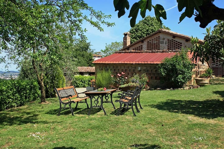 Romantic cottage in Tuscany ideal for couples - Lecchi - Casa