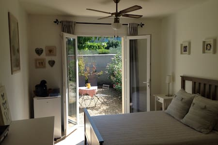 3 minute walk to town center - Saint-Rémy-de-Provence