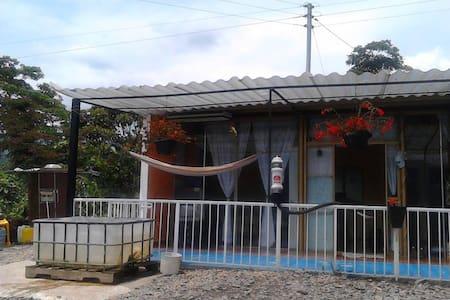 hermosa casa campestre con exelente vista - Silvania - Cabane