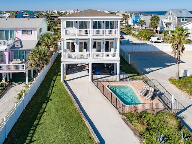 Take in views of the water from 2 oceanfront balconies, ideal for entertaining.