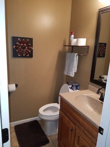 Master full bathroom.