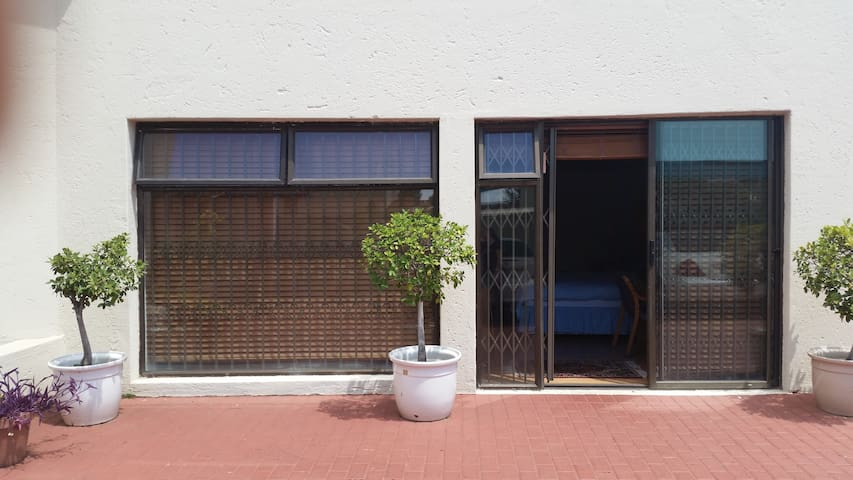 PRIVATE SUITE IN HEART OF SANDTON - Sandton - Bed & Breakfast