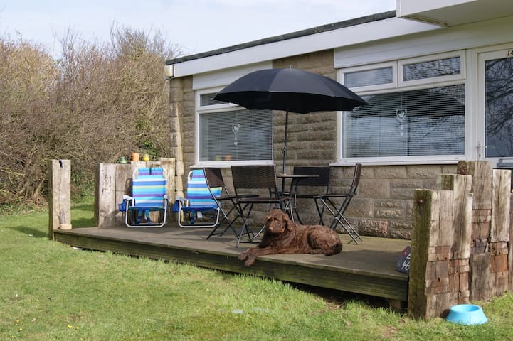 Crows Nest. 149 Sandown bay, dog friendly holidays - Isle of Wight - Rumah