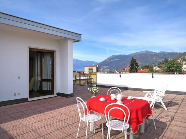 Apartment with beautiful lake view and large roof terrace