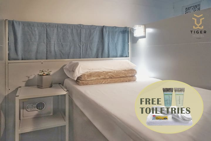 20.1-a mixed Bed, New Capsule, CBD,near Town hall