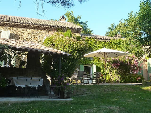 Chambre d'hôtes de Charme LA PACHA - Saint-Montan - Hospedaria