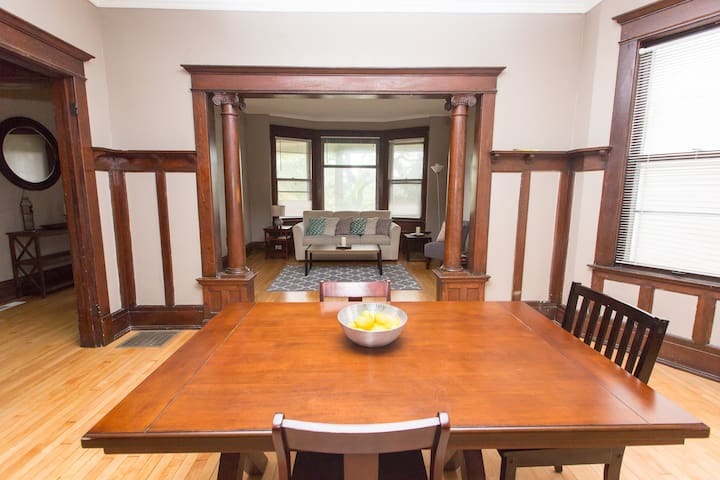 Private 1600 Sq. Ft. 3 Br Historic Flat Uptown - Milwaukee - Hus