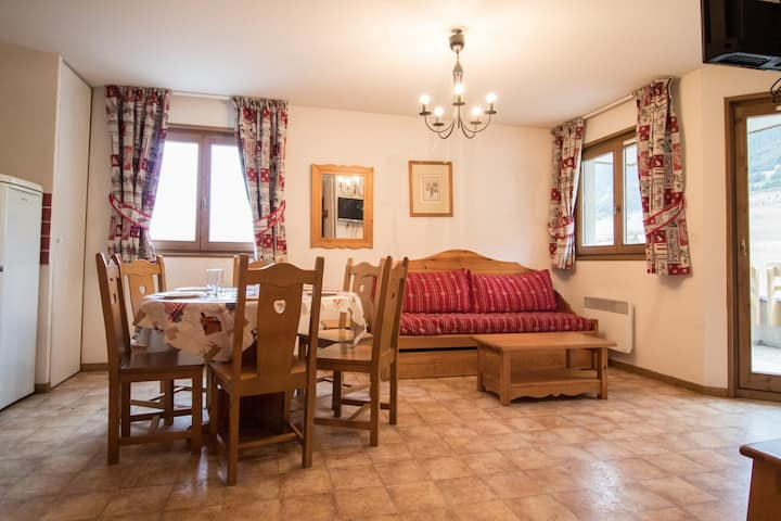 BONA63 - Spacious apartment for 6 persons near the slopes