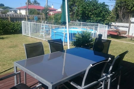 Sunny Beach House, 2 Rooms. - Tauranga