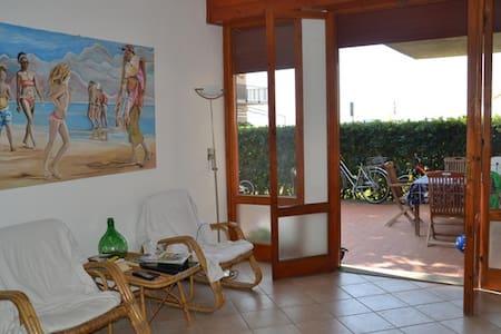 Casa con giardino di fronte al mare - Castiglione della Pescaia - Byt