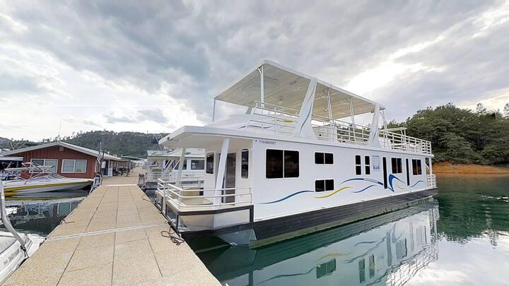 Shasta Marina at Packers Bay Sumerset Houseboat