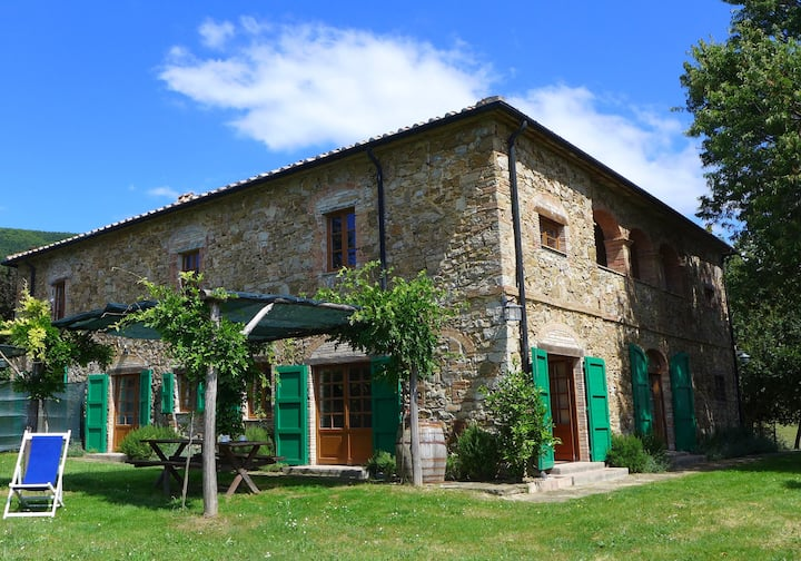 Villa Florestano, spacious Tuscan farmhouse & view