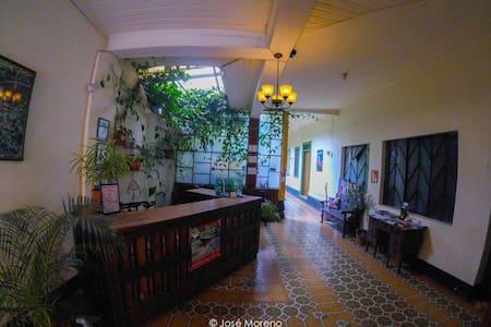 Beautiful room, private bathroom - Quetzaltenango - House