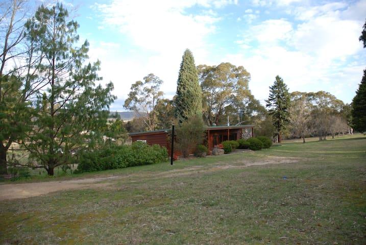 Marrangaroo Log Cabin - Marrangaroo
