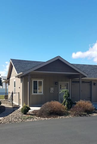 Newer guesthouse - private w/ mountain views - East Wenatchee - Gjestehus