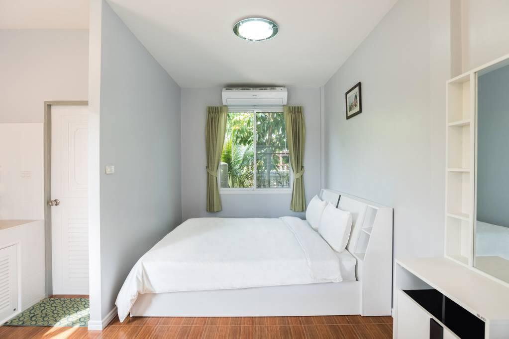 Deluxe Room- Bedroom
