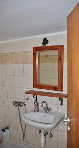 The private bathroom in Despoina-bedroom.