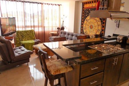 Luxury 2 Bedroom Lake View In-Town Apartment - Guatape - Lägenhet