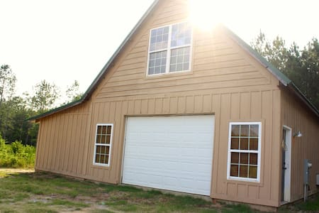 **5 Min to Interstate * Country Barn Escape**