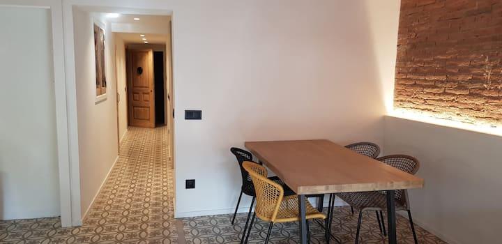 Apartament molt cèntric i comfortable. Entresòl 2a