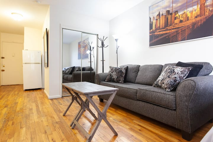 Clean New midtown apt next to metro & bars & ESB