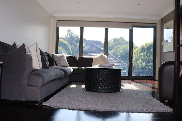 Quintessentially Sydney North Shore. At your door!