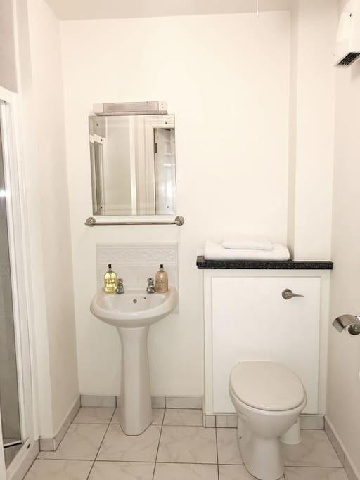 En suite bathrooms with shower