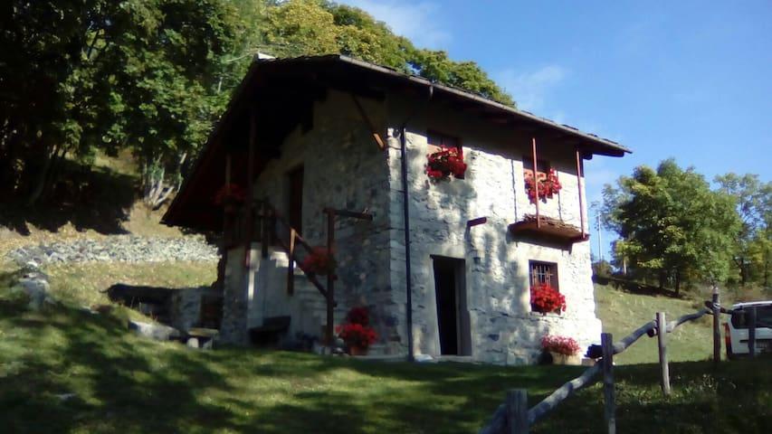 Baita Curnet, Pratorotondo - Acceglio - บ้าน