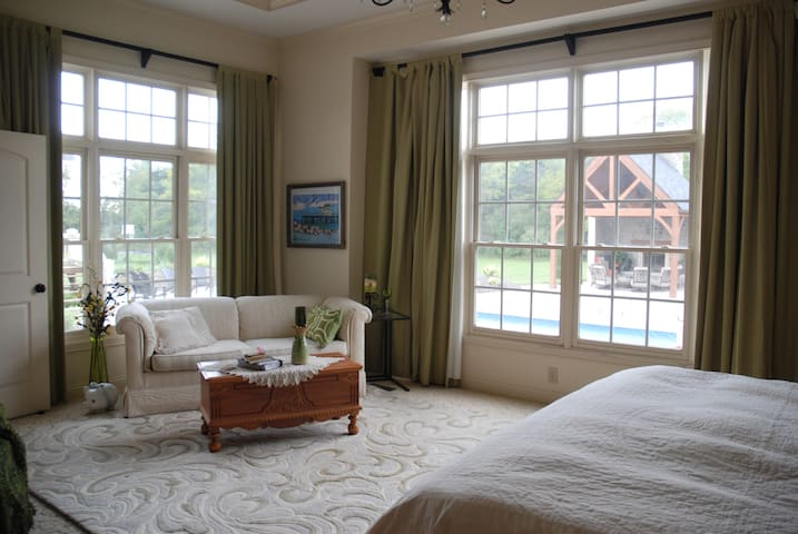 Peaceful & Luxurious Master Suite - Greenfield - Bed & Breakfast
