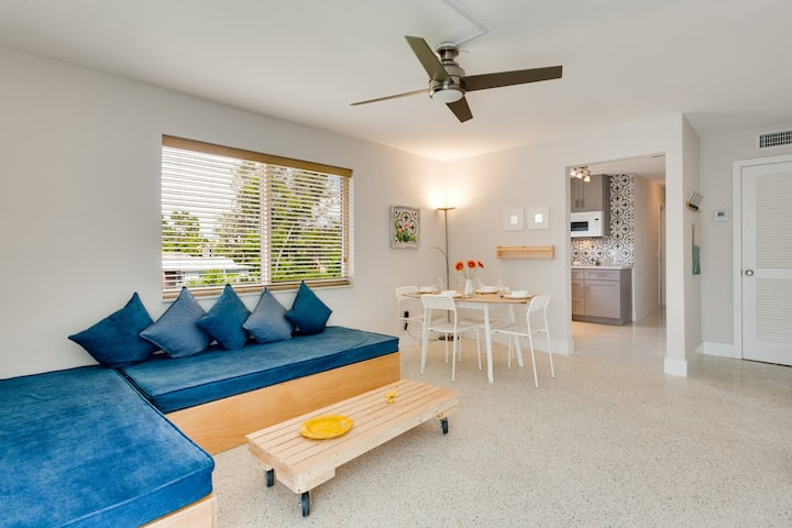Bright, Spacious 2BD with Balcony & FREE PARKING