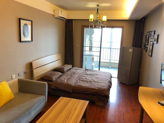 近机场大巴地铁口私人精装高档公寓 private studio
