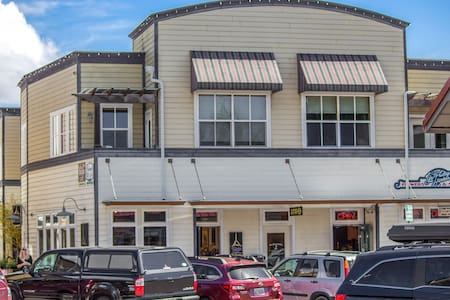 Suite Located in Downtown Friday Harbor! - (San Juan Suites - Channel Room)