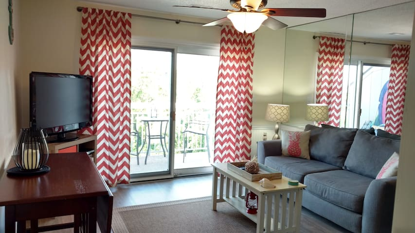 Ocean View/Next to Coligny/Year Round HEATED Pool!