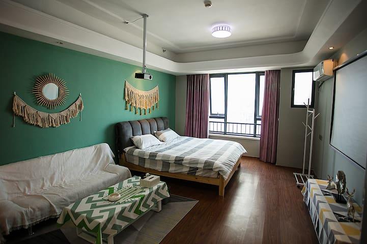 【南城小驻】万达「简约风」100寸投影大床房