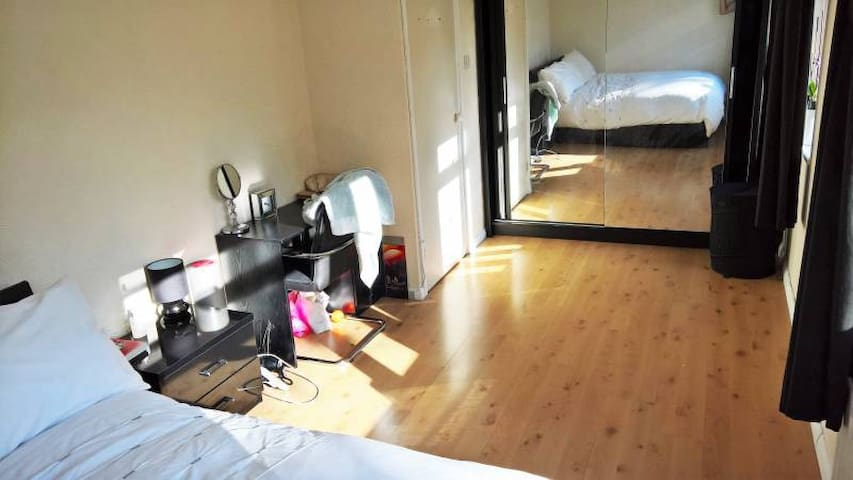 Very Spacious Double Bedroom in Wandsworth