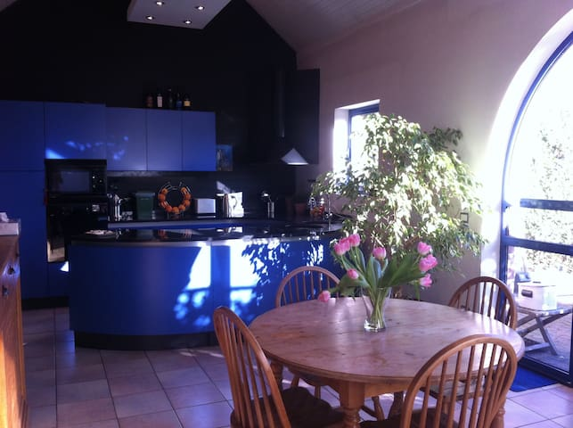 Sunny Zen house with spacious rooms - Herent - Hus