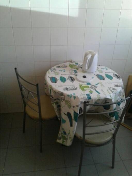 Petite table dans la cuisine