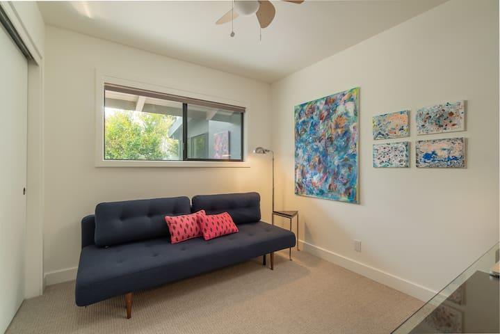 3rd Bedroom w/ convertible sofa bed