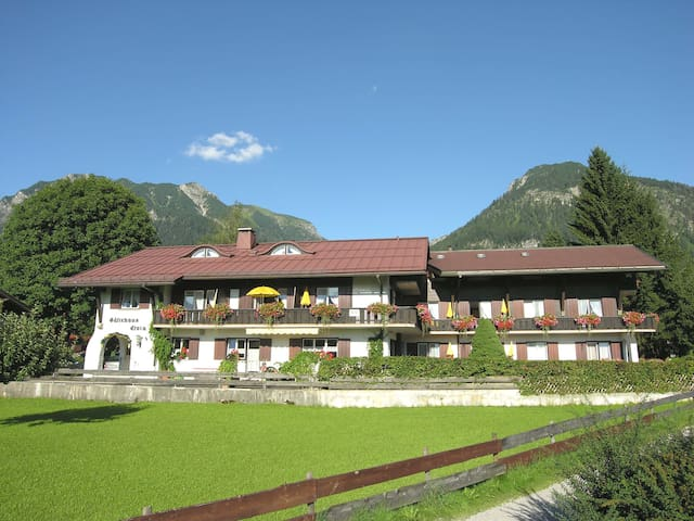 Gästehaus in einmaliger Lage - Oberstdorf - Bed & Breakfast