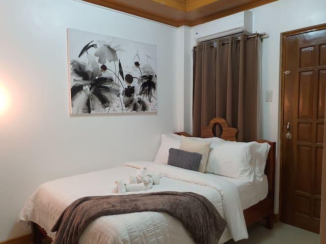 Private room in a *Modern TownhouseA near Kalibo